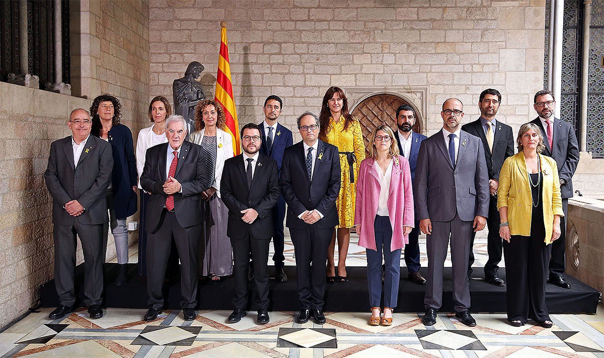 Foto de familia do novo executivo catalán [Foto: Govern]