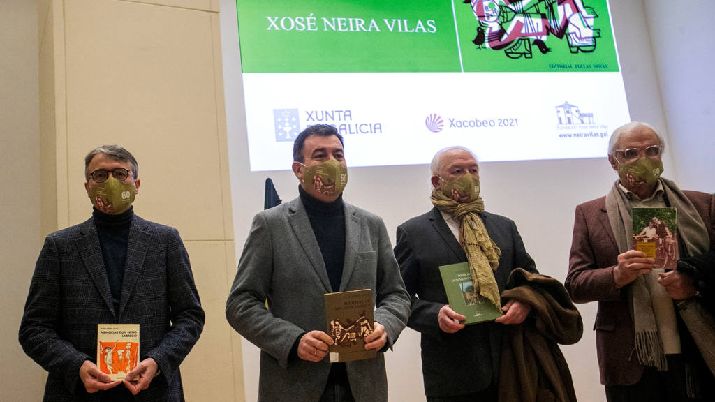 Fernando Redondo, Román Rodríguez, Antón Vidal e Víctor F. Freixanes na homenaxe. (Foto: Nós Diario)