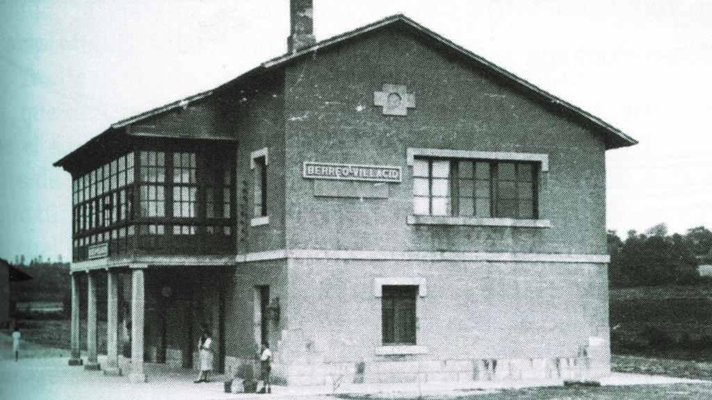 Imaxe da antiga estación de Oroso, hoxe derruída. (Foto: Enrique Castillo)