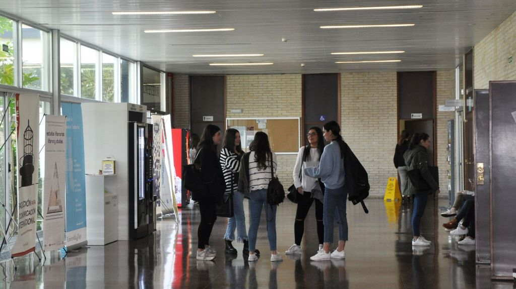 Alumnas na universidade olívica nunha imaxe de arquivo. (Foto: UVigo)