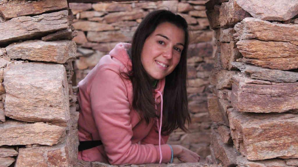 A arqueóloga galega Vanesa Trevín Pita nun dos xacementos no que traballa (Sikait Project).